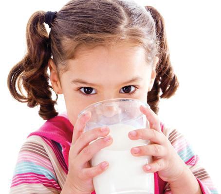 به کودکان شیر شتر بدهید
